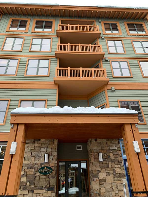 A view of entrance to building Copper One at Copper Mountain